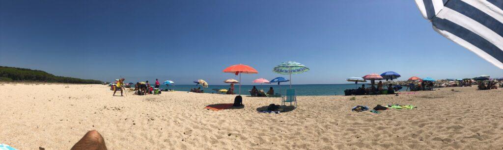Am Golfo di Orosei (hier: Cala Osalla) gab es deutlich mehr Menschen, aber trotzdem im Sinne der Abstandregeln ausreichend Platz.