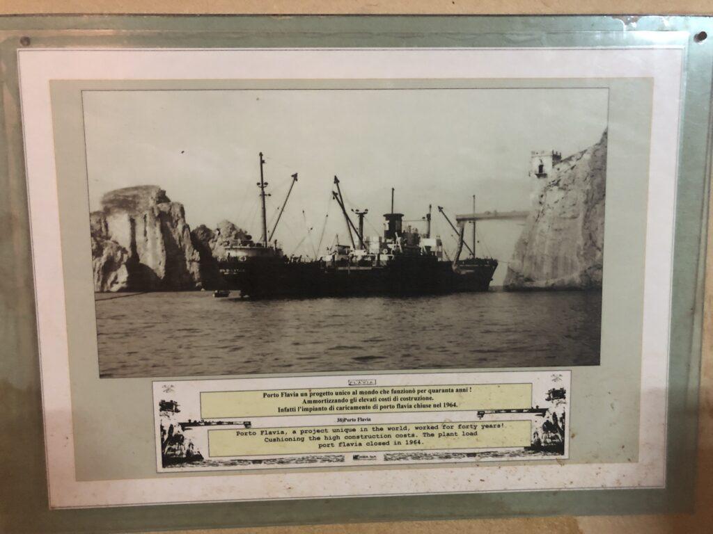 """Porto Flavia """"in action"""": der Verladehafen war zum Zeitpunkt des Baus einzigartig"""