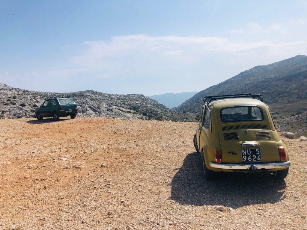 Wo der tiefer gelegte Golf scheitert, kommen diese beiden Fiats problemlos rauf!