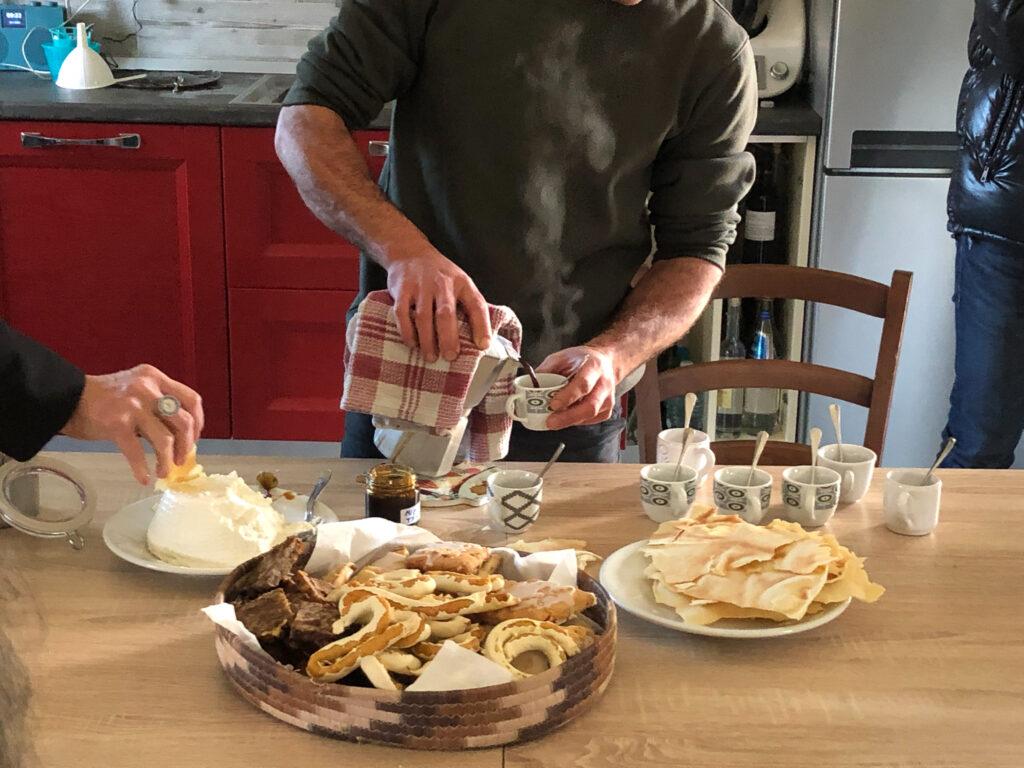 Ich wünsche dir, dass du erlebst, wie es ist von Schafglocken geweckt und schon zum Frühstück mit hausgemachtem Ricotta und Gebäck verwöhnt zu werden.
