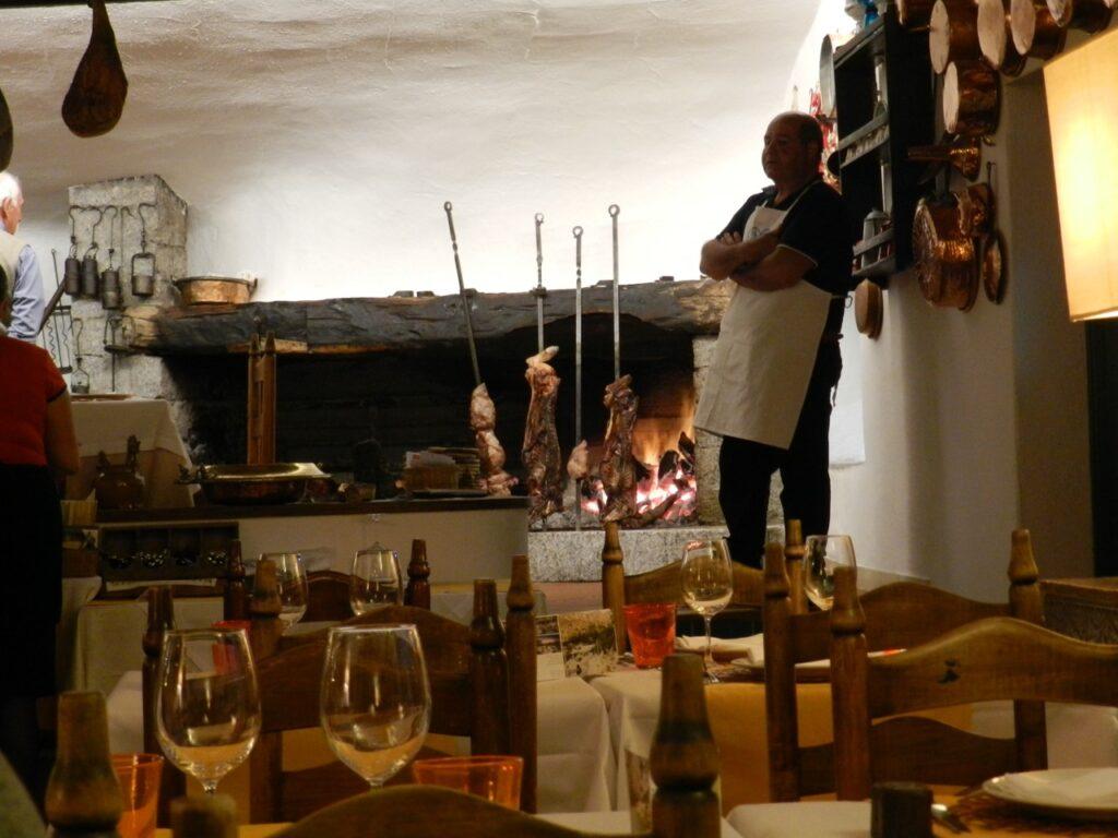 Hervorragende, landestypische Küche im Restaurant des Hotel Su Gologone