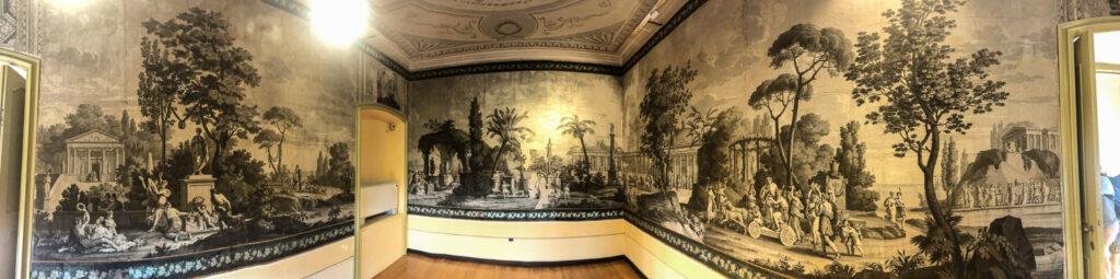 Kunstvolle Tapeten in einem der Zimmer des palazzo