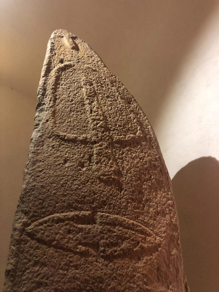 Menhir von Piscina e Sali: Übergang vom Diesseits ins Jenseits - oder umgekehrt?