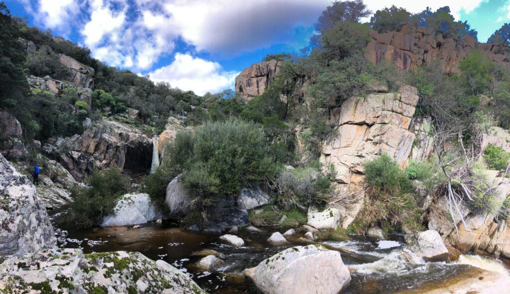 Wasserfall im Hinterland von Olbia: Social Distancing made easy ;)