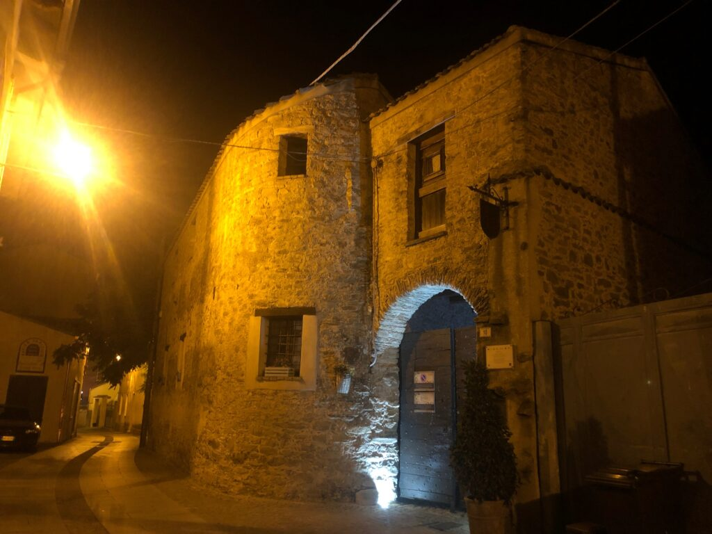 Mandas by night im historischen Zentrum