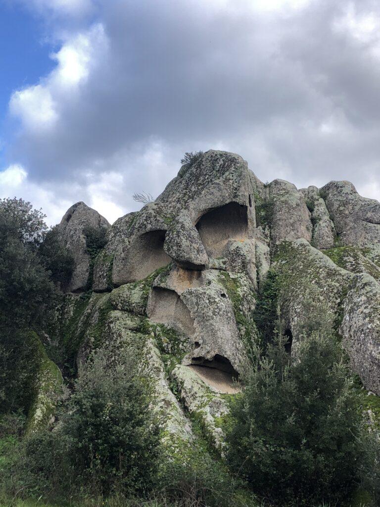 Hier haben die Felsen Gesichter ... alles scheint zu leben