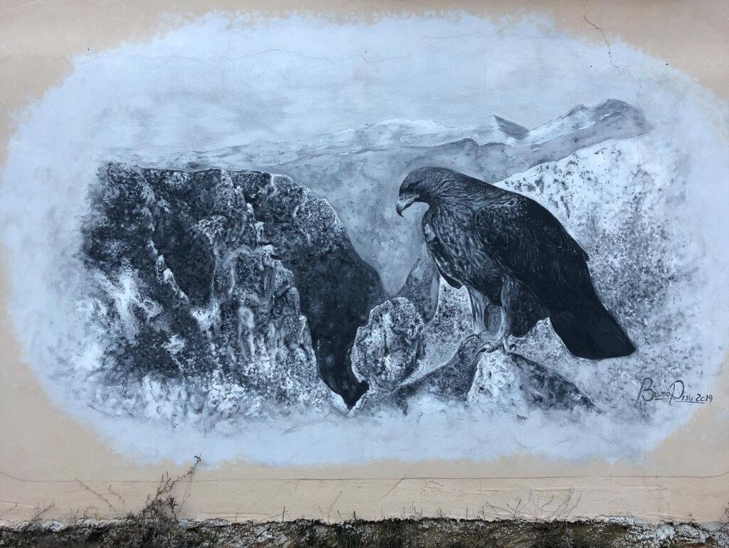 Murales eines Adlers vor der Gola Su Gorropu, gesehen am Pass Genna Silana
