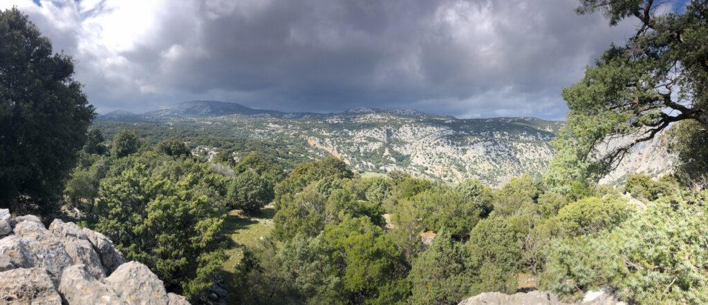 Panorama des Supramonte di Urzulei in Richtung Supramonte di Oliena.