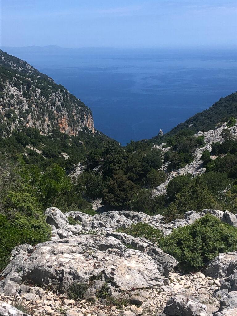 Der Beginn des Pfades ist der gleiche wie zur Cala Goloritze; hinter diesem Ausblick teilt sich der Pfad.