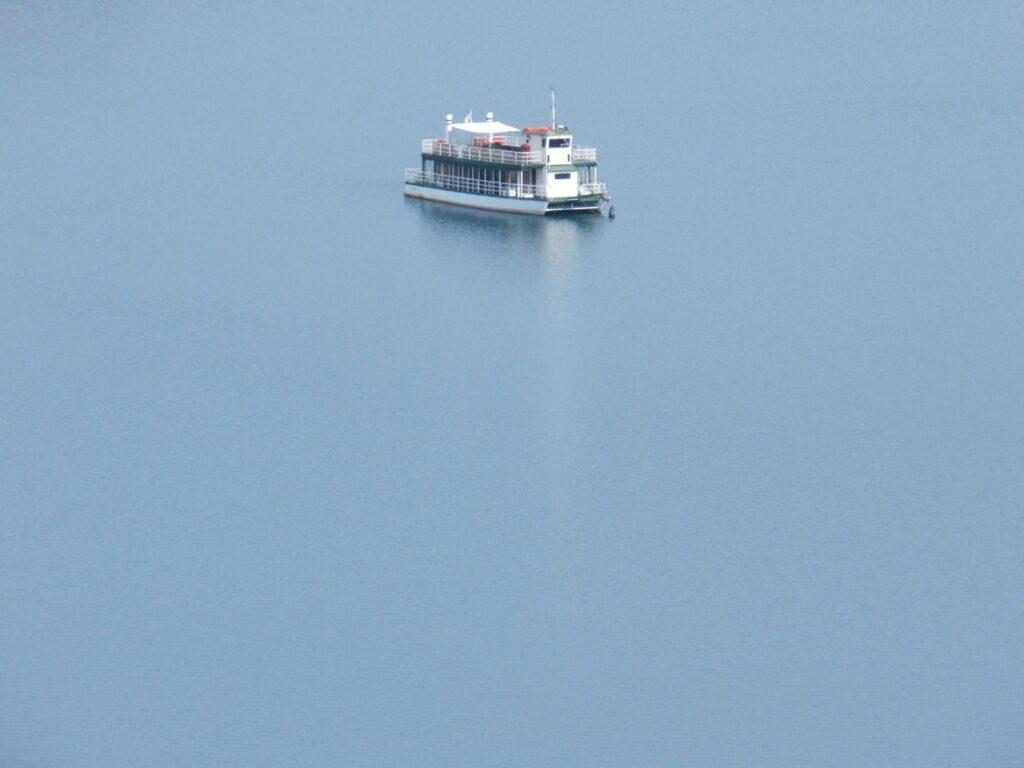 See statt Meer: mit dem Batello auf dem Lago del Flumendosa.
