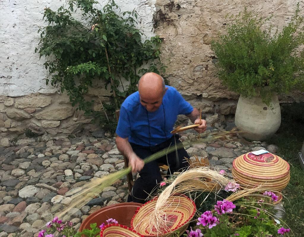 Aus natürlichen Materialien gefertigte Körbe sind aus dem sardischen Landleben nicht wegzudenken