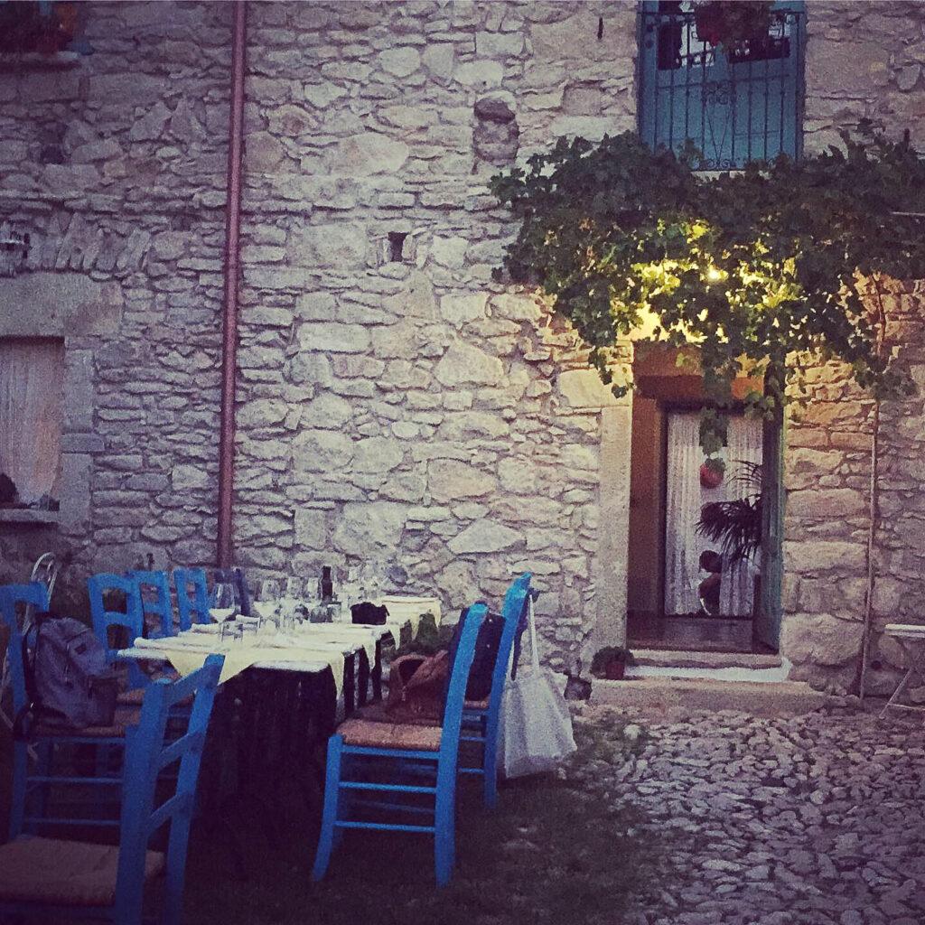 Gemütliches, landestypisches Gasthaus im Inselinneren Sardiniens