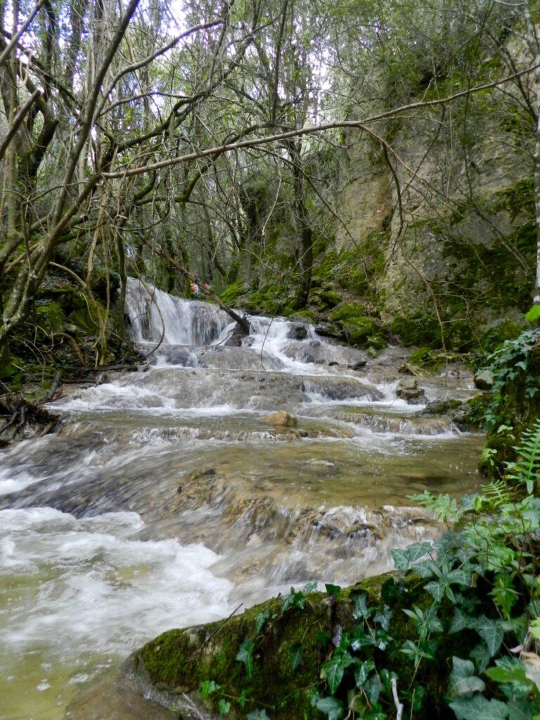 Nurallao: In der Nebensaison fließt der Rio Sarcidano und rauscht deutlich